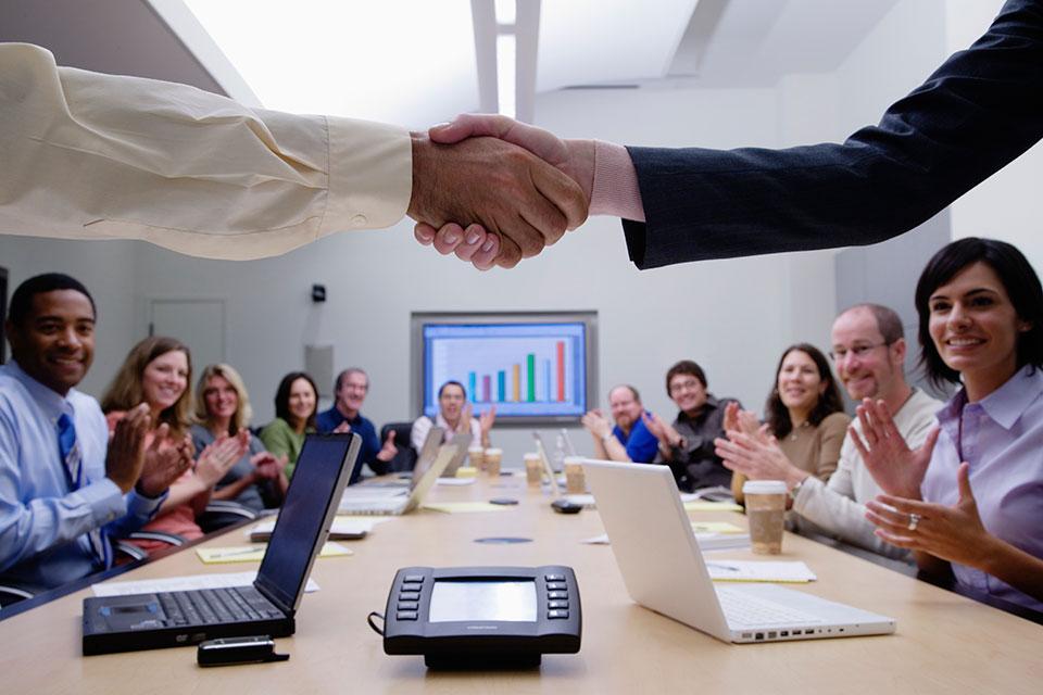 Aukcje elektroniczne czy tradycyjne negocjacje zakupowe